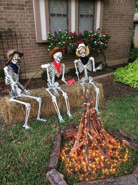 csontvázak a kertben